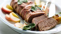 Maksapatee ja glögiomenat sopivat hyvin yhteen esimerkiksi joulun alkupalapöytään tai glögin kaveriksi. Tuoreet salvian oksat viimeistelvät ylellisen pateen Salvia, Meatloaf, Food, Sage, Essen, Meals, Yemek, Eten
