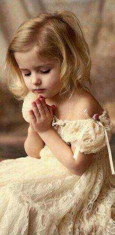 Dear God, i pray for peace, love and harmony. * (Blessed are the children as they have not yet had lables put on them, (most of them) * for they see truth and speak truth that awaken us from time to time. Precious Children, Beautiful Children, Beautiful Babies, Beautiful People, Cute Kids, Cute Babies, Pretty Kids, Kind Photo, Foto Baby
