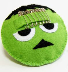 Transform one of the scariest creatures ever into a cute sewing tool with this Felt Frankenstein Safety Pin Holder. This useful gadget is a great idea if you're looking for easy Halloween crafts to set the spooky mood. Easy Sewing Projects, Sewing Crafts, Craft Projects, Felt Projects, Sewing Ideas, Craft Ideas, Easy Halloween Crafts, Halloween Projects, Frankenstein