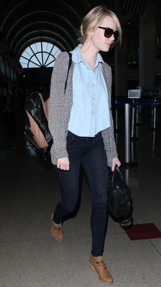 grey cardigan, light blue top, dark wash skinny jeans, tan ankle boots Emma stone style