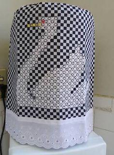 Resultado de imagem para bordado em tecido xadrez preto Cross Stitch Embroidery, Cross Stitch Patterns, Bordado Tipo Chicken Scratch, Chicken Scratch Embroidery, Gingham Fabric, Hand Embroidery Designs, Hand Stitching, Needlework, Quilts