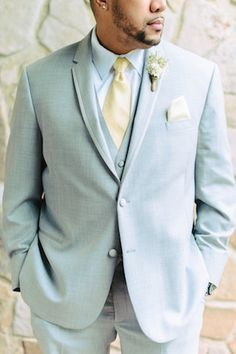 Terno azul claro para noivos - Dusty blue groom's suit | Madison Short Photography | http://burnettsboards.com/2016/01/taylor-swift-inspired-wedding/