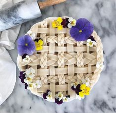 Who doesn't love pie topped with flowers? My simple apple pie recipe and tutorial to recreate this design will be on the Apple Pie Recipe Easy, Apple Pie Recipes, Apple Pie Crust, Pie Crust Designs, Pie Tops, Dessert Recipes, Desserts, Dessert Food, Crate And Barrel