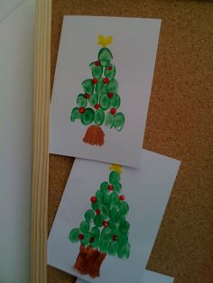 Use the kid's fingerprints to make this Christmas tree card!