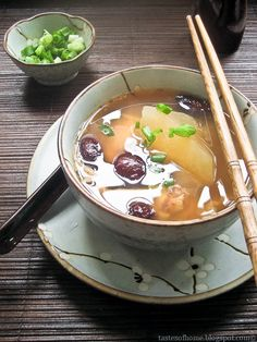 Chinese Winter Melon 'Slow Fire' Soup ~ 冬瓜老火汤 -12 cups of water -1 winter melon, skin removed and cut into wedges -3/4 cup worth of dried scallops 干贝, rinsed quickly -1 free range chicken, skin removed -5 red dates, seeds removed -Sliced green onions, for garnish (optional) -2 inches worth of dried Chinese Smoked Yunnan Ham(云南火腿)