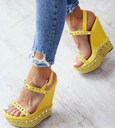 Tendance chausseurs : 29 Wedges Shoes You Will Want To Try Hot Shoes, Wedge Shoes, Shoes Heels, Pumps, Wedge Sandals, Pretty Shoes, Beautiful Shoes, High Heel Boots, Shoe Boots