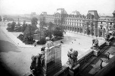 Le musée du Louvre en 1910 -  bien avant la construction de la pyramide  ! © Les Frères Seeberger