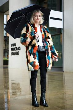 All the Street Style From London Fashion Week Fall 2016 - FLARE - Multi-Color Fur - Winter Fashion - Fall Fashion - Cute Outfits for Winter - Black Ankle Boots - Black Pants - White Tee Looks Street Style, Autumn Street Style, Looks Style, Autumn Style, Street Chic, Street Wear, Look Fashion, Street Fashion, Trendy Fashion
