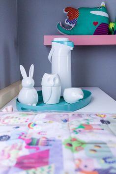 Quartinho @amomooui projetado pela Thaisa Bohrer para sua filha Maria Laura com roupa de cama em tema de unicórnio.  Berço laqueado em tom de violeta, parede cinza cor véu e detalhes coloridos na marcenaria. #quartodemenina #kidsroom  #colorful #colorido #unicórnio #unicorn #nursery #decor #quartodebebe #paredecinza Future House, Baby Room, Childrens Rooms, Room Decor, Bedrooms, Babies, Decoration, Babies Rooms, Gender Neutral Bedrooms