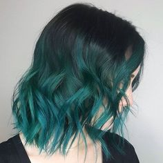 Cut teal ombre hair, dark green hair, short green hair, green h Short Green Hair, Dark Green Hair, Green Hair Colors, Hair Color Dark, Ombre Hair Color, Pastel Colors, Mint Hair Color, Teal Green, White Hair