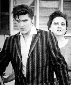 Elvis with his mother Gladys. Elvis said the most important woman in his life… Priscilla Presley, Lisa Marie Presley, Elvis Presley Family, Elvis Presley Photos, Elvis Presley Young, Hollywood, Rock And Roll, Sean Leonard, Beautiful Men