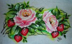 pintura em tecido rosas e morangos