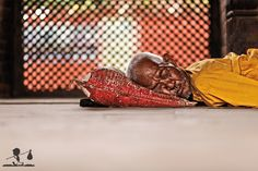 Just an old man lying down in the floor taking a nap. Here we are in Bhaktapur a small city near Kathmandu. In this little city, life is quiter than Kathmandu. People can sleep around the main square or simply do whatever they do with extremely calm.