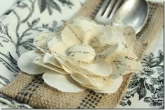 How to make: Burlap Silverware Sleeve (Iamgoing to have loads of the stuff left after I am done with the curtains.)