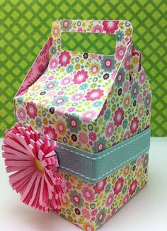 Flowery Gable Box from Cricut Tags, Bags, Boxes and More 2 at Everyday Cricut - love the flower on this too (Cuttlebug)
