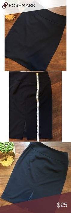 The Limited Navy size 0 pencil skirt Very classy size 0 pencil skirt by The Limited. Deep slit in back but still professional. Navy The Limited Skirts Pencil
