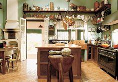 Quem não é feliz com uma cozinha dessas?