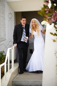 The LDS Bride: Alyssa and Johnny: San Diego, California Temple.....I love how happy they look:)