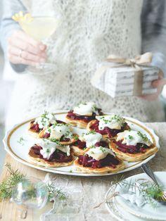 Bliny můžete podávat před sváteční večeří, ale fungují i na zahnání malého hladu během dne. Vegetable Pizza, Vegetables, Food, Essen, Vegetable Recipes, Meals, Yemek, Veggies, Eten
