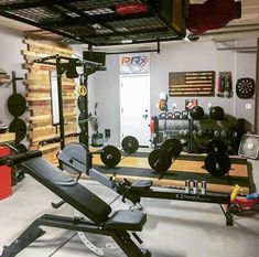 Why would you ever have to leave this place? Home Gym Basement, Home Gym Garage, Diy Home Gym, Gym Room At Home, Home Gym Decor, Best Home Gym, Basement Remodeling, Crossfit Garage Gym, Crossfit At Home