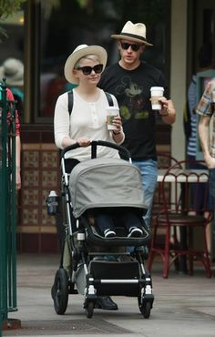 Once Upon a Time actors Ginnifer Goodwin and Josh Dallas along with their son Oliver Finlay Dallas enjoy their of July holiday at Disneyland in Anaheim, CA Ginny Goodwin, Ginnifer Goodwin, Camisa Do Star Wars, Josh Dallas, Ouat Cast, Captain Swan, Captain Hook, Mickey Mouse T Shirt, Guys And Dolls