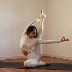 Yoga Pose, yoga looks good, yoga inspiration, yoga asana. Yoga Inspiration, Fitness Inspiration, Yoga Girls, Yoga Pictures, Workout Pictures, Fitness Pictures, Yoga Flow, Yoga Meditation, Zen Yoga