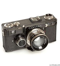 Zeiss Ikon: Contax I f - rangefinder camera. 4 screws in the accessory shoe. Arrow pointing to the shutter speed. Nikon Camera Tips, Fuji Camera, Camera Art, Movie Camera, Leica Camera, Camera Hacks, Nikon Dslr, Best Camera, Photography