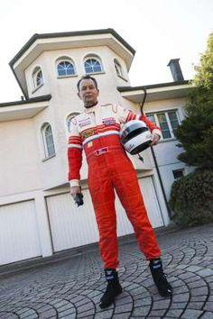Philipp Müller 2012 im Renndress vor seinem Haus in Reinach AG. Style, Fashion, House, Swag, Moda, Fashion Styles, Fasion