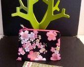 Aller simple pour Kyoto Vol n° 126 - Pochette Taille moyenne Tissu Japonais Noir et Fleurs Roses : Porte-monnaie, portefeuilles par une-embellie