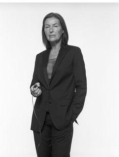 Sie führt ein Leben zwischen Paris, New York, Wien und dem südlichen Burgenland. Und zählt zu den bekanntesten (Mode-) Fotografinnen unserer Zeit: Elfie Semotan. Jetzt, zu ihrem 75. Geburtstag, erzählt sie in ihrer Autobiographie von einem aufregenden Künstlerleben, das in Wels begann.