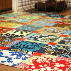 Fabric Scraps & Mod Podge Floor Cloth, from Mary Janes Farm Magazine Painted Floor Cloths, Painted Floors, Painted Rug, Home Crafts, Diy Home Decor, Diy Crafts, Handmade Crafts, Diy Flooring, Flooring Ideas