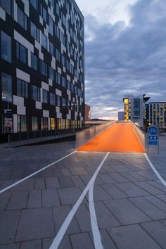 elevated bike lane by dissing+weitling winds through copenhagen core