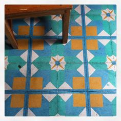 Qué cosa tan increíble la cantidad de pisos originales de San Cristóbal. / Incredible hoy many original floors in San Cristóbal Chiapas México. #floorsthatilove #floor #ihavethisthingwithfloors #tile #tileaddiction #piso #geometry #fromwhereistand by analuisanaluisa