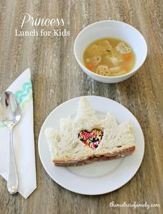 A Princess Lunch for Kids paired with Campbell's Organic Kid Soup is the perfect fun lunch idea.
