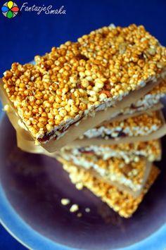 Batoniki z poppingu jaglanego, bakalii i orzechów http://fantazjesmaku.weebly.com/blog-kulinarny/batoniki-z-poppingu-jaglanego-bakalii-i-orzechow