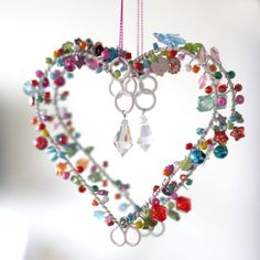 Bright Bead Vintage Heart Decoration -use wire and re cycled beads Wire Crafts, Jewelry Crafts, Diy And Crafts, Shabby Chic Hearts, Mobiles, Heart Crafts, Heart Decorations, Vintage Heart, Beaded Ornaments