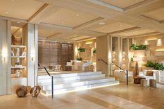 A arquitetaDébora Aguiar, da qual sempre falamos por aqui, assinou o projeto incrível do1 Hotel & Homes South Beach, em Miami. Os ambientes são super
