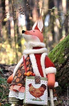 Купить или заказать Лиса Лизавета в интернет-магазине на Ярмарке Мастеров. Любите ли Вы сказки и удивительные истории? Множество сказочных, увлекательных историй знает и с удовольствием расскажет Вам Лиса Лизавета. Живёт в лесу, любит собирать ягоды и целебные травы, очень любопытна и всё про всех знает... Рост 48 см до кончиков ушей. Сшита из плотного хлопка, наполнена холлофайбером, тонирована художественным маслом, одета в чудное многоярусное хлопковое платье (под…