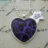 Violetti-musta sydän 15€ #littlechristmas #party #heartnecklace #pikkujoulut #sydän #sydänkaulakoru #bling