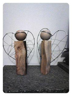 Angeli realizzati utilizzando ciocchi salvati dalla cesta della legna da ardere