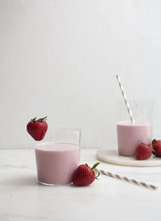 Strawberry Cashew Milk // cashews, medjool dates, strawberries, vanilla bean, cashew Smoothies, Smoothie Drinks, Strawberry Puree, Cashew Milk, Cozy Kitchen, Cupcakes, Yummy Drinks, Healthy Drinks, Non Alcoholic