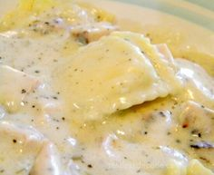 Chicken Alfredo Ravioli is an easy 15 minute meal. Cheese ravioli is covered with a rich Alfredo sauce for quick comfort food the whole family will love. Think Food, I Love Food, Good Food, Yummy Food, Pasta Dishes, Food Dishes, Chicken Alfredo, Alfredo Sauce, Chicken Ravioli