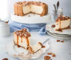 Pecan Cheesecake, Chocolate Cheesecake Recipes, Easy Cheesecake Recipes, Cheesecake Bites, Easy Cake Recipes, Sweet Recipes, Scones Ingredients, Caramel Pecan, Sweet Bakery
