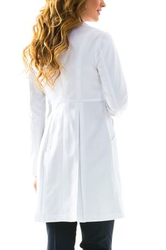 The Miranda B. is the most slimming and tailored women's performance fabric lab coat available. Shop Medelita for slim fit white lab coats for women. Doctor Coat, White Lab Coat, Cut Out People, Scrubs Uniform, Lab Coats, Medical Uniforms, Uniform Design, Medical Scrubs, Hijab Outfit