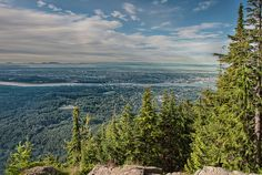 Lynn peak is a short hike from North Vancouver and offers a great view of Burnaby from the end. This morning I was able to see all the way to the Islands to the West of Vancouver