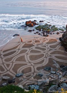 With his trusty rake, Andres Amador combs intricate designs in the SanFran beaches. Stunning!
