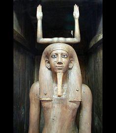 Detalle del cuerpo del KA del faraón Auibra HOR. Dinastía XIII perteneciente al Imperio Medio.