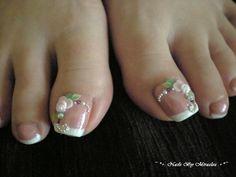 Love this bridal, wedding toe nail art design ideas Pedicure Nail Art, Pedicure Designs, Toe Nail Designs, Toe Nail Art, Nail Manicure, Gold Glitter Nails, Silver Nails, Rhinestone Nails, Bling Nails