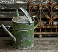 Watering can that is green