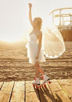 Trendy Wedding, blog idées et inspirations mariage ♥ French Wedding Blog: {shoe friday} la mariée était en rollers